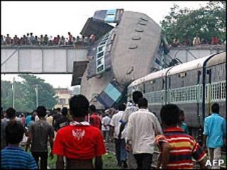 सैंथिया स्टेशन पर ट्रेन हादसा