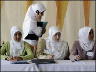 فتيات عربيات