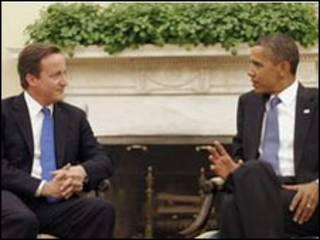 TT Anh (trái) nói chuyện với TT Mỹ