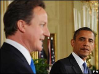 O primeiro-ministro britânico, David Cameron, e o presidente dos EUA, Barack Obama, durante encontro nesta terça-feira (PA)