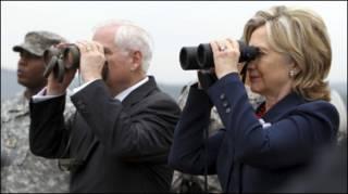Robert Gates dan Hillary Clinton