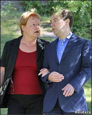 Президенты Финляндии и России Тарья Халонен и Дмитрий Медведев