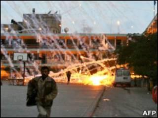 разрывы снарядов с белым фосфором в Газе