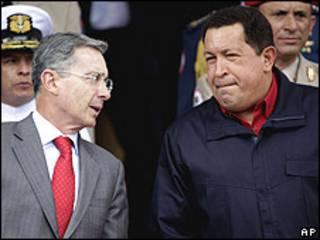 Los presidentes Uribe y Chávez