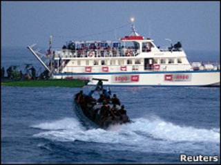 البحرية الإسرائيلية تعترض السفينة مرمة