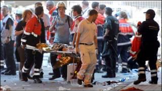 Сотні людей отримали поранення, дехто - серйозні