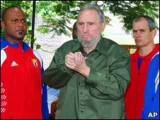 Fidel Castro en el mausoleo de Artemisa