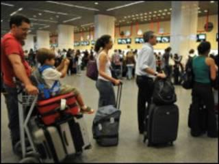 Passageiros em aeroporto brasileiro (Marcello Casal Jr./agencia Brasil)
