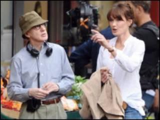 کارلا برونای و وودی آلن در صحنه فیلمبرداری