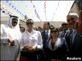 حمد بن خليفة آل ثاني وقرينته خلال زيارة بنت جبيل