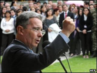 O presidente da Colômbia, Álvaro Uribe, durante discurso (AFP, 27 de julho)
