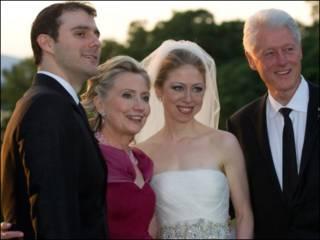 Marc Mezvinsky, Hillary Clinton, Chelsea Clinton và Bill Clinton trong đám cưới hôm 31/7