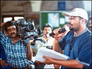 अनुराग कश्यप की फिल्म 'गर्ल इन यलो बूट्स'  के  वितरण का अधिकार एक अंतर्राष्ट्रीय फिल्म कंपनी ने खरीदा.
