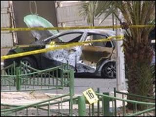 سيارة دمرها صاروخ سقط في العقبة الاثنين