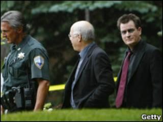 Charlie Sheen a la salida del tribunal en Colorado