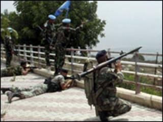 جنود لبنانيون وجنود الأمم المتحدة