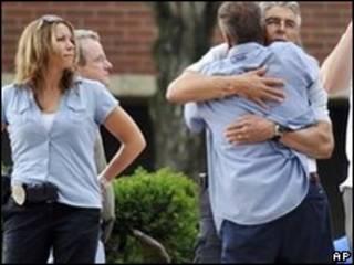 Funcionários da empresa e parentes das vítimas