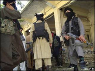 مسلحون باكستانيون في منطقة القبائل