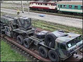 Военная техника на железнодорожной платформе