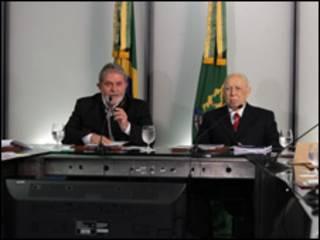 O presidente Luiz Inácio Lula da Silva e o vice José Alencar durante reunião ministerial nesta terça-feira (Foto: Ricardo Stuckert / PR)