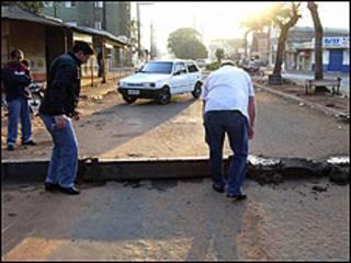 Concretos levantados entre Brasil e Paraguai. Foto: gentileza do jornal ABC Color