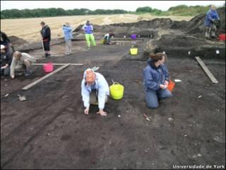 Escavações no sítio arqueológico de Star Carr (Foto: Universidade de York / Divulgação)