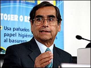 Ministro de Salud de Perú, Oscar Ugarte