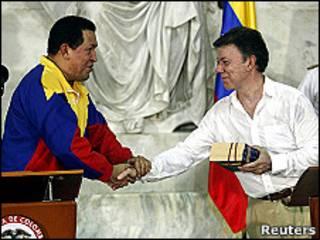 Hugo Chávez y Juan Manuel Santos, presidentes de Venezuela y Colombia.