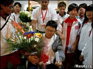 Cheuk Woon-yee a su salida del hospital en Caracas
