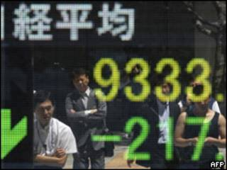 Cartel con el índice de bolsa de Japón.