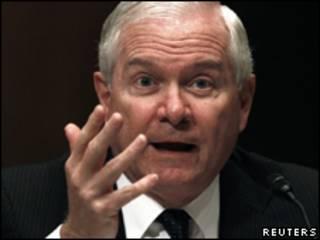 O secretário de Defesa dos EUA, Robert Gates, durante depoimento ao Senado em maio (Reuters/18 de maio)
