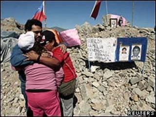 Familiares de mineros atrapados
