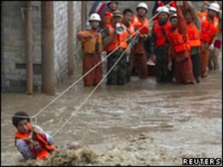 Resgate de enchente em Yingxiu, na China