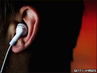 Oído con auricular