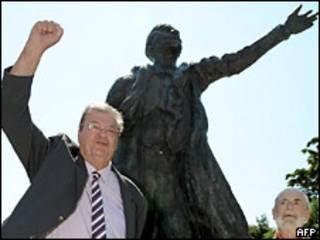Жорж Фреш возле памятника Ленину
