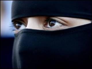 Mulher usando niqab