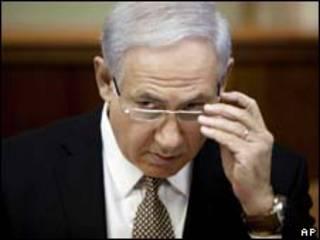 O primeiro-ministro de Israel, Binyamin Netanyahu, durante reunião de seu gabinete neste domingo (AP, 22 de agosto)
