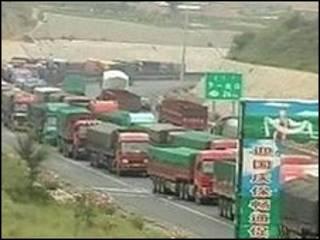 Imagem de reportagem do canal de televisão chinês Central Channel 4 mostra o congestionamento