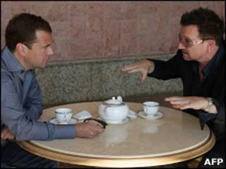 Медведев и Боно