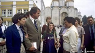Саманта Смит с родителями на Соборной площади в Москве