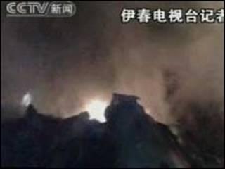 Imagens da TV chinesa do local do acidente