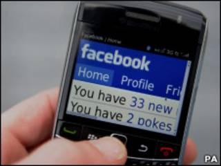 Страница Facebook в мобильном телефоне