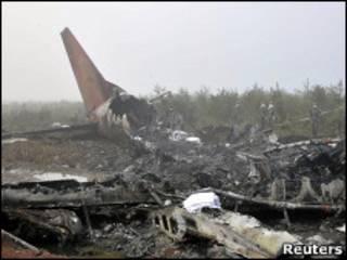 Destroços do avião da Henan Airlines