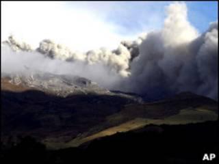Erupção do vulcão Galeras (arquivo)