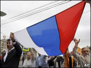 Шествие в День флага России