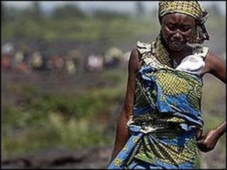 mwanamke akiwa mashariki mwa Congo