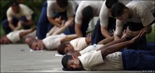 Cadetes de la Policía Nacional Bolivariana en entrenamiento.