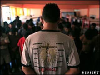 Imigrante hondurenho em abrigo no México