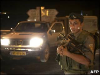 Израильский солдат у места инцидента