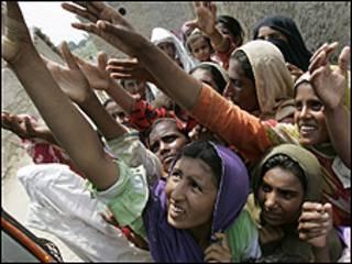 يناهز عدد ضحايا الفيضانات عشرين مليون شخص